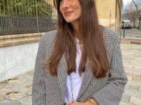 Француженка Жюли Феррери показывает, с чем сочетать пиджак в клетку