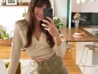 Кардиган на завязках + джинсы сложного оттенка: идея образа от француженки Жюли Феррери
