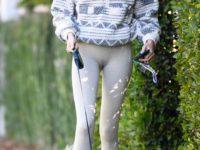 С чем носить «дедушкин» свитер на молнии? Показывает Кайя Гербер