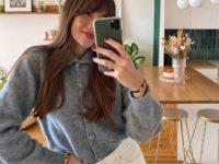 Серый свитер + белые джинсы: француженка Жюли Феррери показывает, как одеваться просто и эффектно