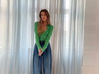 Стилист Эмили Синдлев показывает, как выглядят самые актуальные джинсы будущего сезона
