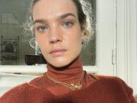 Свитер поверх водолазки— модный прием для холодной зимы от Натальи Водяновой