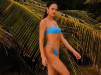 Жарко, как в тропиках: модель Кэндис Свейнпол в соблазнительной фотосессии купальников