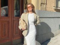 Длинное трикотажное платье— одна из главных покупок весны: показывает Матильда Джерф