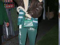 Этой весной носите длинный кардиган и спортивные брюки, как это делает Рианна