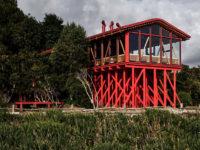 Красный дом для барбекю в Чили