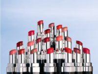 Лили-Роуз Депп показала как создаются сияющие помады Chanel: мастер-класс из лаборатории