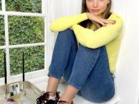 Лимонный джемпер + яркие кроссовки Dior: весенний образ Миранды Керр