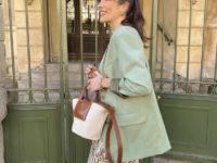 Мятный пиджак + шелковая юбка: весенний образ француженки Жюли Феррери, который легко повторить