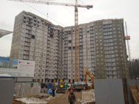 В компенсационном доме для обманутых дольщиков в Зеленограде начался монтаж фасадов