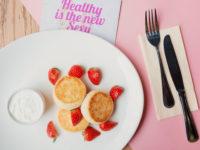 Рецепт дня: ванильные сырники из тофу с ягодами