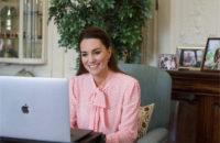 Железные леди носят розовый: Кейт Миддлтон появилась на публике после сенсационного интервью Меган Маркл