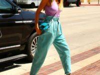 Бирюзовые джинсы? С каким ярким цветом их лучше сочетать— показывает Хайди Клум