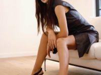 Как носить кожаное платье: показывает Камила Морроне