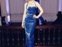Метаморфоза: Светлана Ходченкова в платье из небесно-голубого бархата и бриллиантах