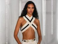 Прозрачные ткани, кожаные ремни вместо топов и соблазнительные разрезы на показе Dion Lee