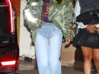 Рианна напоминает о том, как выглядят самые модные джинсы сезона весна-лето 2021