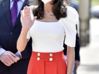 Топ с рукавами-фонариками и красные брюки: образ королевы Летиции, который запомнится нам надолго
