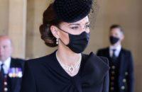 В знак особой близости: королева Елизавета II одолжила Кейт Миддлтон украшение, подаренное ей на свадьбу