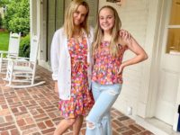 Девушки с персиками: Риз Уизерспун и ее племянница показали отличный пример дабл-дрессинга