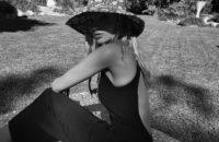 Если вы ищете безупречное черное платье на лето, то покупайте такое, как у Эльзы Хоск