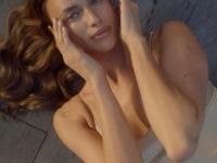 Ирина Шейк в кремовом шелке и с шелковым кремом завораживает