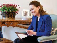 Кейт Миддлтон в синем жакете Zara говорит о главном