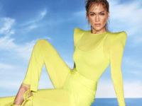 Неоновое совершенство: Дженнифер Лопес рекламирует обувь, но все смотрят на ее фантастическое тело