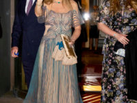 Неожиданно: королева Максима празднует юбилей в «голом» 3D-платье