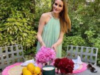 Шелковое платье с американской проймой для летней веранды: показывает Оливия Палермо