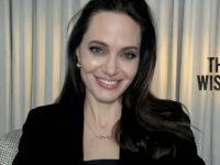 В черном корсетном платье и с фарфоровой кожей: гламурное появление Анджелины Джоли