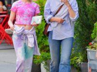Яблоко от яблони: Кэти Холмс и очень повзрослевшая Сури Круз на прогулке
