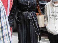 Черная мужская пижама из шелка: настолько роскошной Анджелину Джоли мы давно не видели