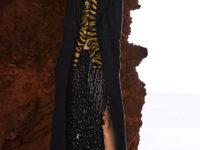 Цветные шубы, вязаные брюки и венец из перьев: коллекция Attico осень-зима 2021