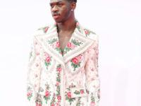 Цветут цветы: Lil Nas X в брючном костюме любимого дизайнера Елизаветы II