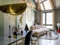 Дизайнерский интерьер с росписью и зеркальным потолком в Москве