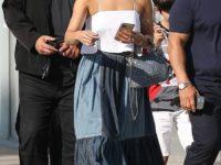 Дженнифер Лопес в огромной юбке в пол из хиппи-денима
