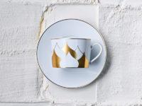 Изящный чайный сервизпо дизайну Димы Логинова— еще одна причина посетить бутик Cartier в ГУМе
