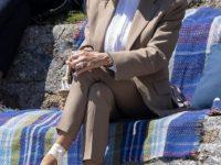 Костюм оттенка бельчонка и огромная платформа: первая леди Франции Брижит Макрон переписывает деловой дресс-код