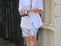 Кружевное бра + белая рубашка, застегнутая на одну пуговицу: соблазнительный образ Ирины Шейк