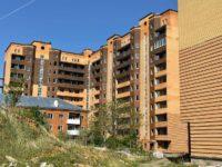 Город принял решение расселить старый дом на территории проблемного ЖК «Воскресенское»