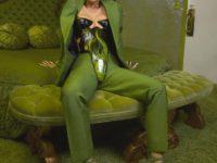 Слишком крута для тебя: сумасшедший образ Ким Кардашьян в пластиковом корсете поверх брюк