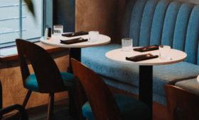Власти Москвы обязали все рестораны и кафе перейти на «бесковидный» формат работы