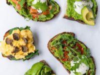 6 простых рецептов с авокадо, лососем и другими суперфудами для сияющей кожи