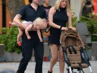 Маленькое черное платье + «папины» сандалии: Хлоя Севиньи на прогулке с мужем и сыном Ваней