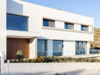 Минималистская вилла с панорамными окнами на Кипре