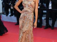 Золото на красном: модель Фрида Аасен в платье Elie Saab