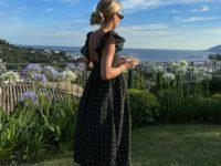 Этим летом нам всем нужно очаровательное платье, как у стилиста Эмили Синдлев