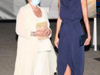Платье из мокрого шелка и лодочки из золота: королева Летиция на кинофестивале на Майорке