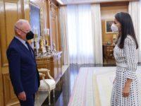 Платье в «фальшивый горошек», которое очень любит королева Летиция